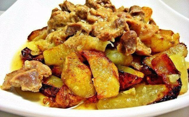 Żołądki z kurczaka duszone z grzybami i ziemniakami. Pyszne i bardzo oryginalne w smaku