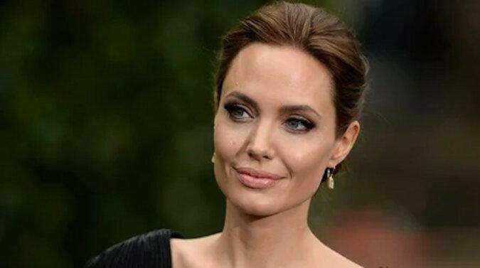 Angelina Jolie pojawiła się na dwóch okładkach brytyjskiego Vogue'a - opinie fanów są podzielone
