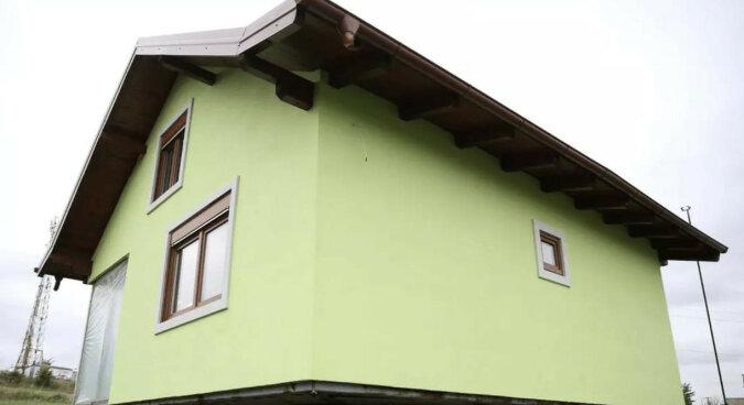 Mężczyzna zbudował obrotowy dom, aby żona miała urozmaicony widok z okna