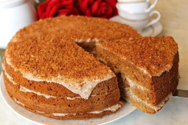 Leniwe ciasto miodowe: pokazuję najprostszy przepis na miękkie i soczyste ciasto