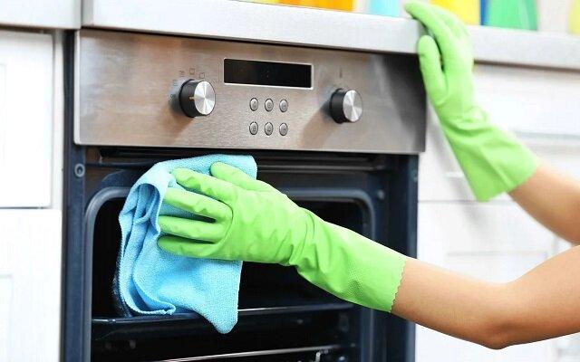 Jak umyć szybę do piekarniku aby błyszczało?