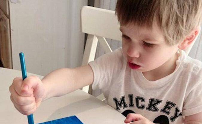 Chłopiec, który miał opóźnienia w rozwoju do dwóch lat, wkrótce stał się geniuszem