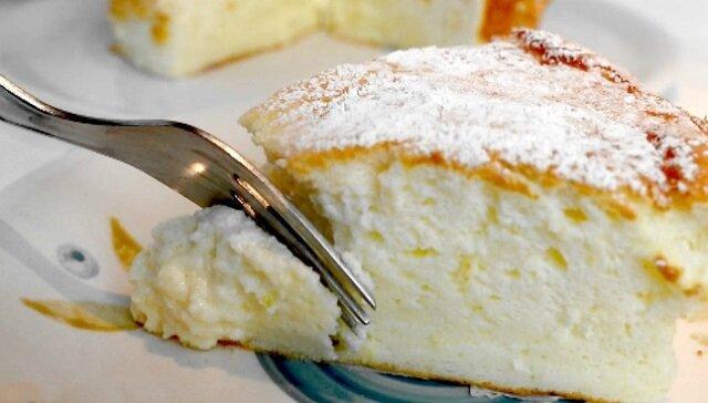 400 gramów jogurtu i 4 jajka: kremowe ciasto rozpływa się w ustach jak lody
