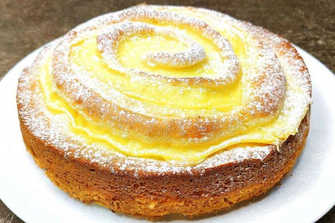 Ciasto jabłkowe jak tort. Smaczniejsze, niż ulubiona szarlotka