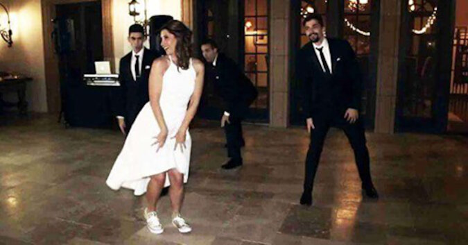Pierwszy taniec na swoim weselu zatańczyła nie z mężem, ale z synami