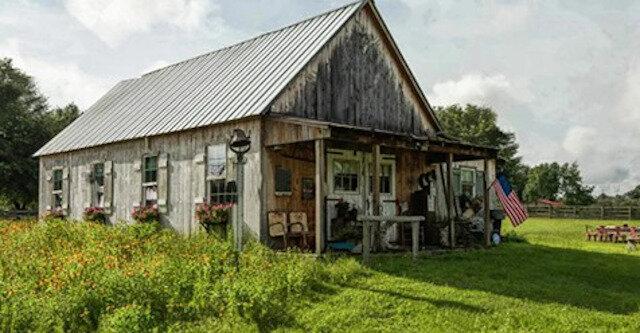Para odziedziczyła dom po dziadkach, ale główny spadek został ukryty pod dywanem