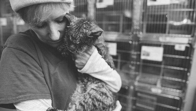Nikt nawet nie chciał go dotknąć, a ona wzięła go w ramiona i dała jemu miłość