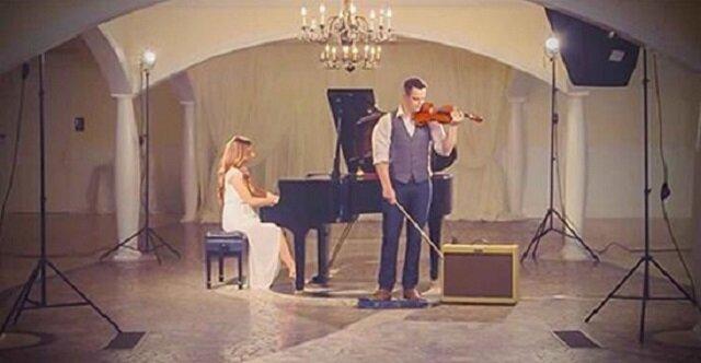 """Kiedy rozpoczął grę na skrzypcach, ona nagle dołączyła. Niezwykła wersja """"Hallelujah"""""""