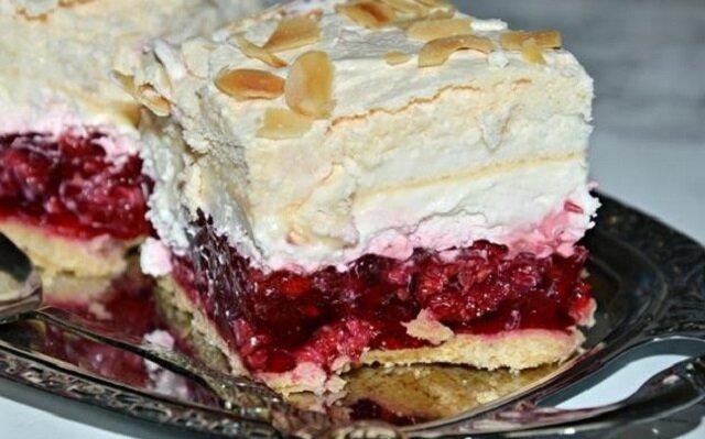 """Ciasto """"Malinowy król"""". Jest proste w przygotowaniu, ale okazuje się bardzo smaczne"""