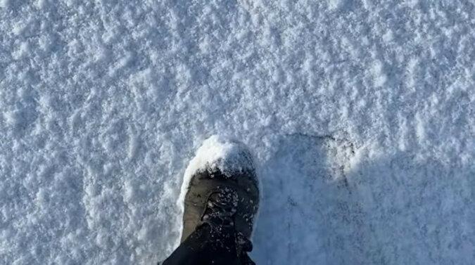 Najlepszy antystres: na wideo pokazano spacer po chrupiącym śniegu w Wielkiej Brytanii
