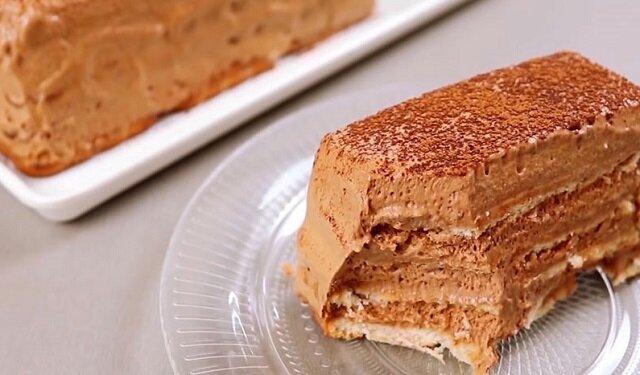 Niesamowity, delikatny czekoladowy tort bez pieczenia z puszystym kremem