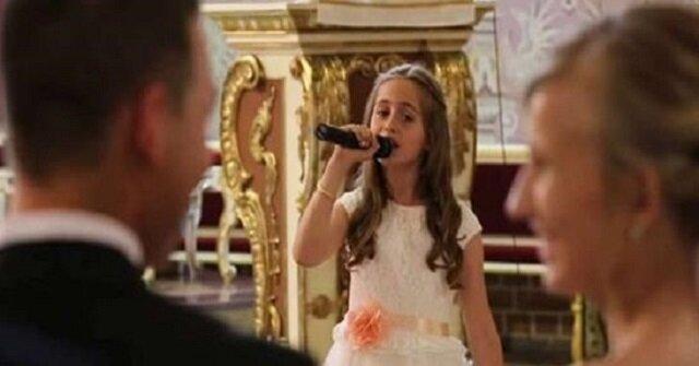 To wideo ze ślubu polskiej pary stało się hitem na świecie. A wszystko dzięki tej dziewczynce