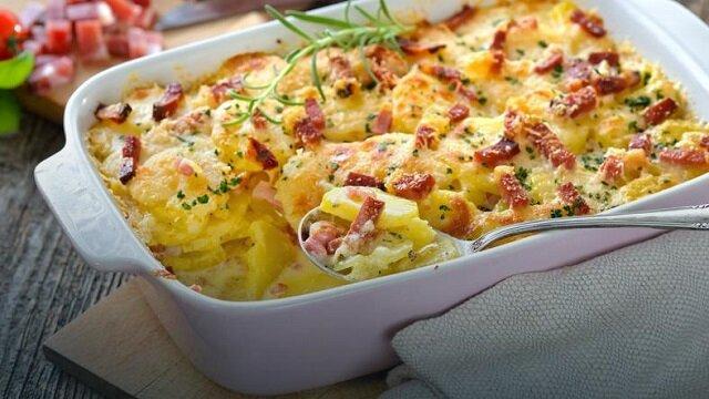 Zimowa zapiekanka z ziemniaków. Prosty przepis na pyszny obiad
