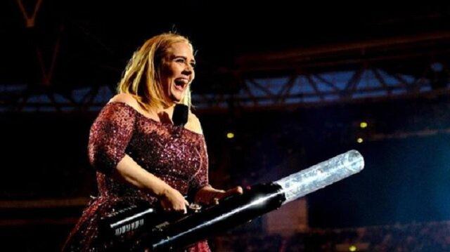 Fani prawie nie poznali piosenkarki Adele, ponieważ schudła 45 kg. Zobacz