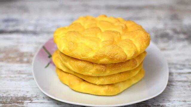 Chmurki w piekarniku. 4 jajka i śniadanie jest gotowe