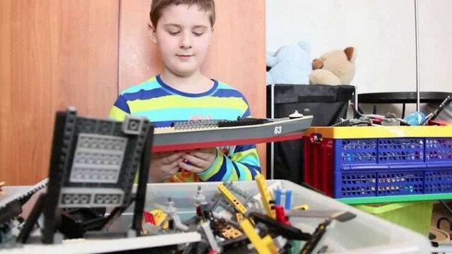Dziecko z autyzmem zbudowało dokładną kopię Titanica z LEGO