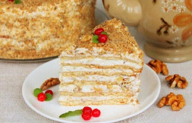 Niezwykłe ciasto miodowe z lekkim kremem twarogowym