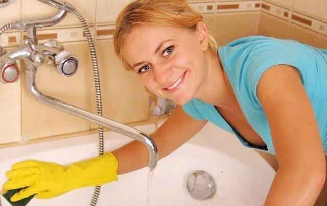 Jak umyć wannę środkiem na bazie spirytusu i sody w 10 minut
