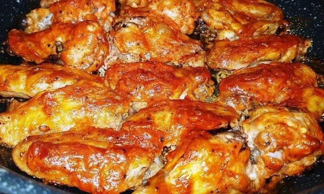 Aromatyczne i pikantne pyszne skrzydełka kurczaka