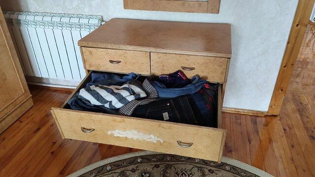 Moje ubrania już nie leżą chaotycznie w szafie. Podzielę się, co wymyśliłam, aby w szafie był porządek