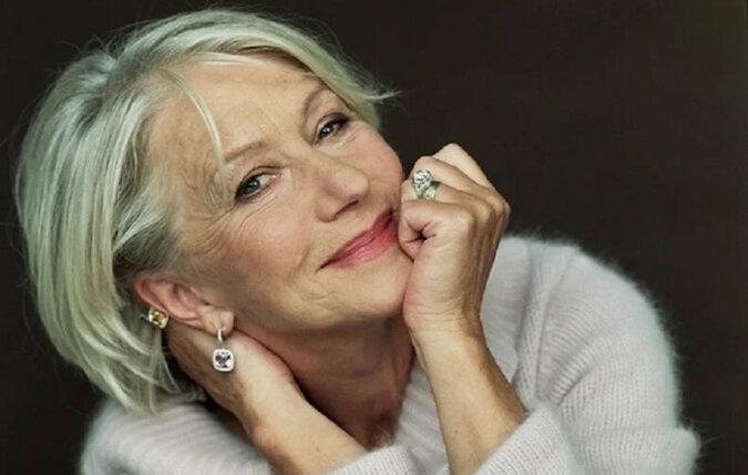 Zdanie Raya Bradbury'ego, które pomaga starszym kobietom określić swój wiek