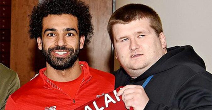 Kibic opisał niewidomemu przyjacielowi gol Salaha, uszczęśliwiając go. Wideo