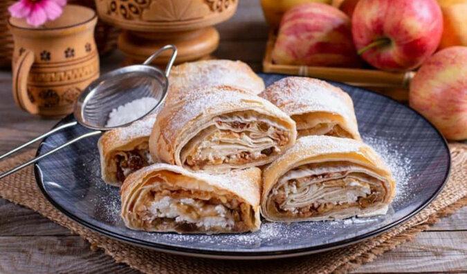 Jabłkowa rolada z lawaszu: pyszny deser w 15 minut z najzwyklejszych produktów
