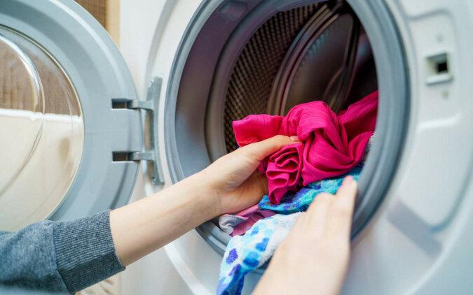 Jak usunąć zapach z pralki i zapobiec ponownemu pojawieniu się w niej pleśni