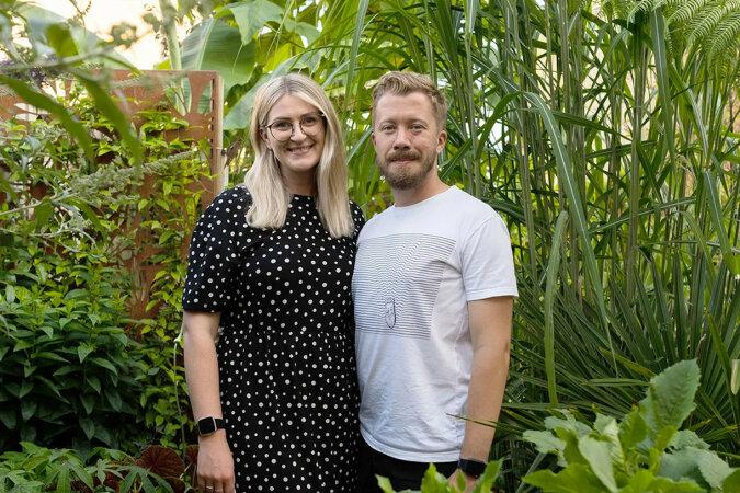 Para wydała 4 tysięcy funtów na egzotyczne rośliny. Tak wygląda ich podwórko
