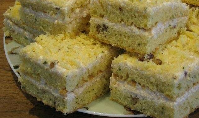Delikatne i miękkie ciasto na skondensowanym mleku z kremem twarogowym