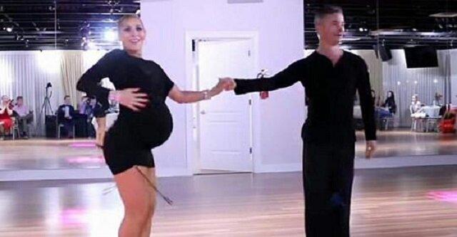 Kobieta w prawie 9 miesiącu ciąży nie chce przestać tańczyć – zobacz, co się dzieje, kiedy robi krok w lewo