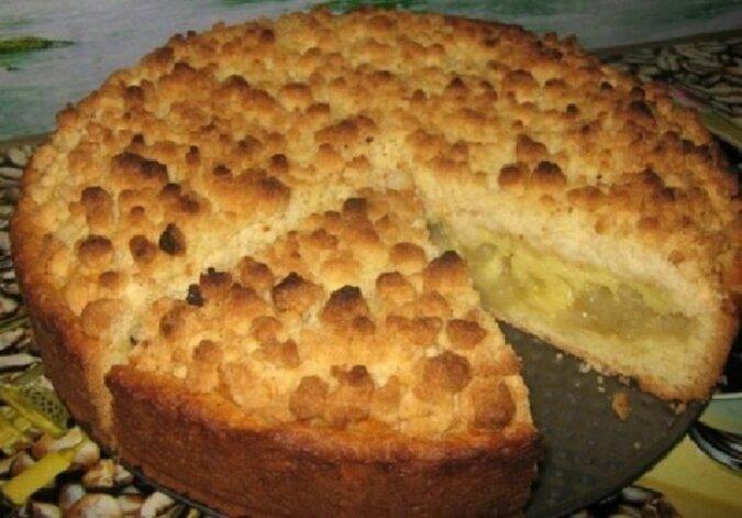 """Ciasto z nadzieniem jabłkowym """"Królewskie"""". Ze względu na taki pyszny deser można nawet zapomnieć o diecie!"""