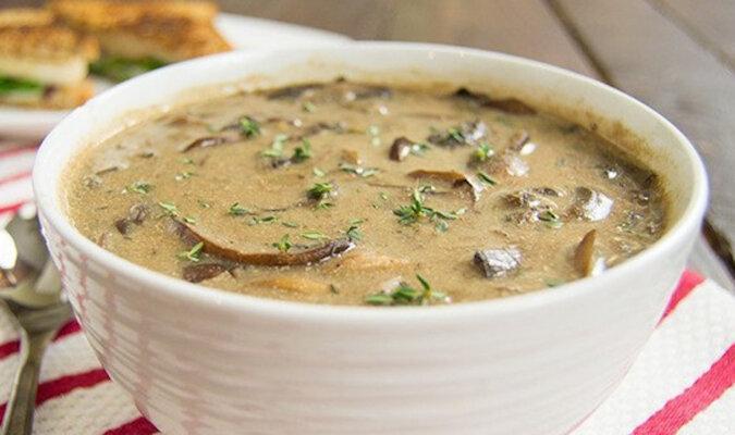Przepis na przepyszną zupę krem z pieczarek. Aromat będzie w całym domu