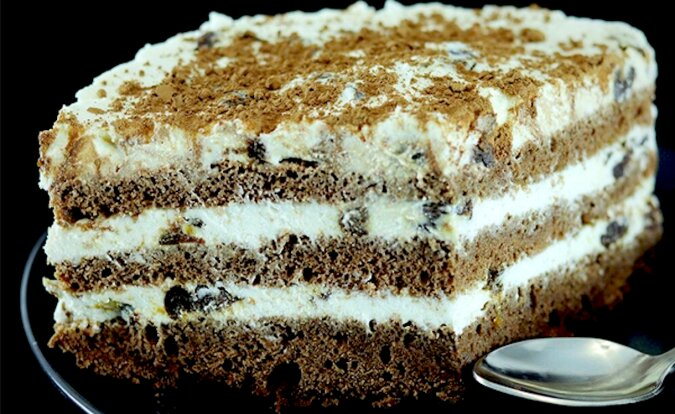 Twarogowy tort kawowy ze śliwkami