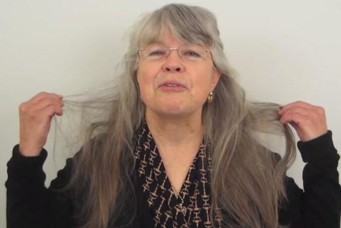 """70-latka powiedziała styliście """"zrób ze mną co chcesz"""", ale nie spodziewała się tego, co zobaczyła w lustrze"""