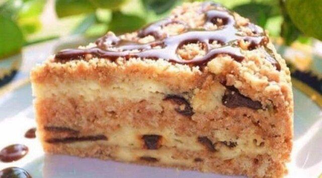 Pyszne i proste ciasto z twarogiem i suszonymi śliwkami