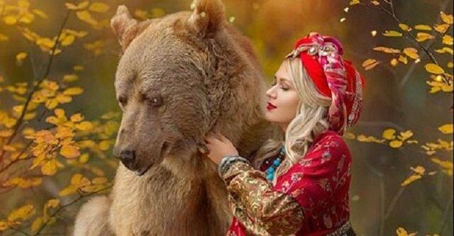 Modelki z całego świata chcą pozować z niedźwiedziem o imieniu Stepan, który również jest profesjonalnym modelem