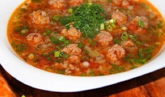 Prosta i zdrowa zupa gryczana z klopsikami