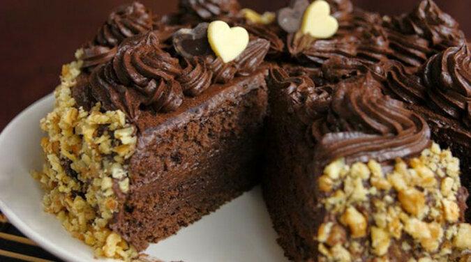 Tort czekoladowy. Pyszny i łatwy w przygotowaniu