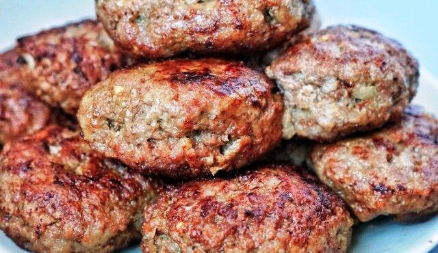 Bierzemy mięso mielone i kapustę - 15 minut i góra pysznych kotletów jest na stole bez kłopotów i smażenia