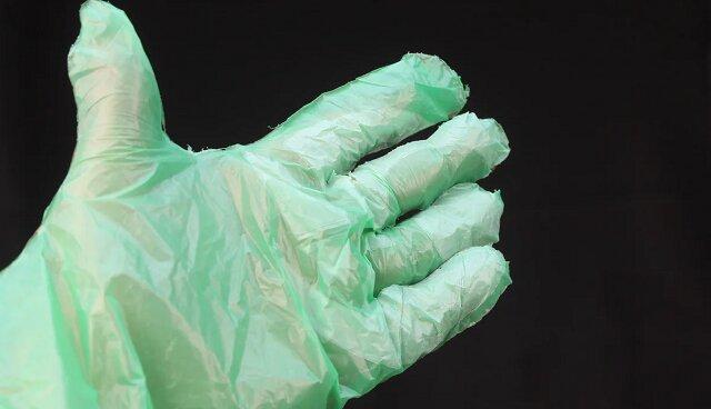 Z worków na śmieci robię trwałe jednorazowe rękawiczki w ciągu kilku minut. Zobacz jak