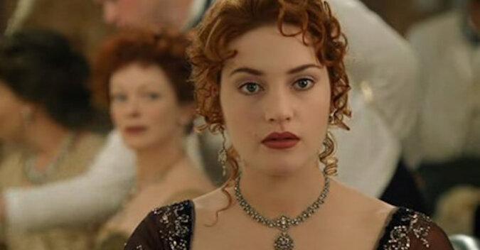 """Główna bohaterka filmu """"Titanic"""" ma już 45 lat. Jeździ metrem i nie ma kompleksów z powodu """"dużego brzucha"""""""