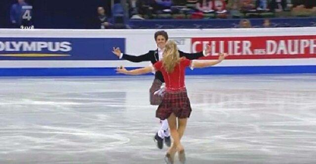 Para łyżwiarzy wchodzi na lód. Zaczyna się ich niezwykły taniec, a wszyskim opadają szczęki