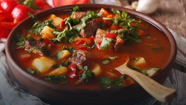 Węgierska zupa gulaszowa. Pycha