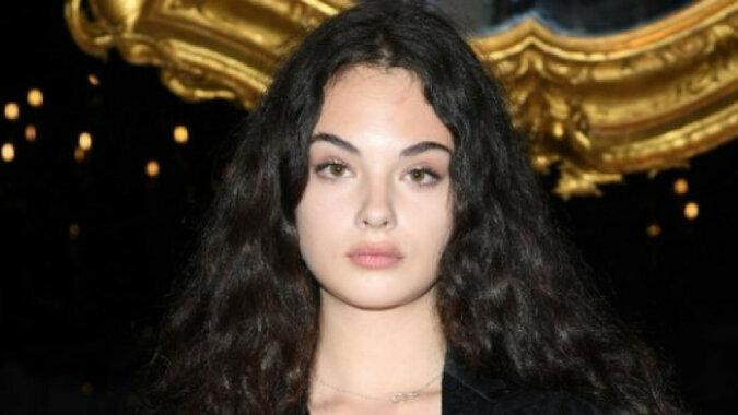 W sieci pojawiły się nowe zdjęcia z sesji zdjęciowej córki Moniki Bellucci i Vincenta Cassela
