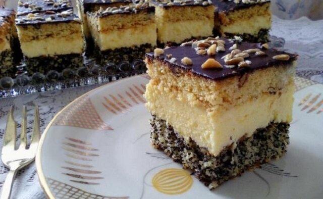 Ciasto Pijak. Lekko bezowy biszkopt z dodatkiem kokosu i maku