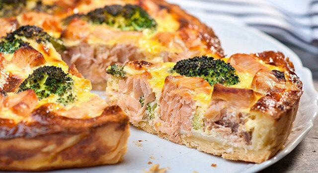 Wspaniała opcja na nowy rok: otwarte ciasto z łososiem i brokułami