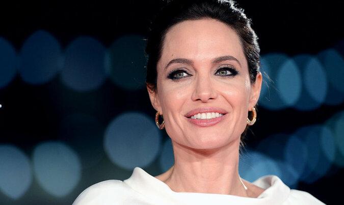 Blond i niesamowite loki: Angelina Jolie zmieniła się nie do poznania
