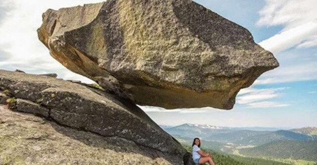 Dlaczego wiszące kamienie nie spadną
