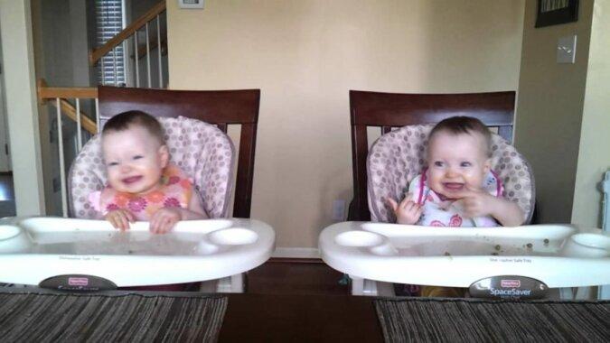 11 miesięczne bliźniaki rozbawią was. Tylko 11 miesięcy, a tyle energii. Zobacz